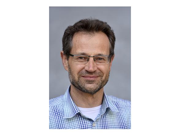 Sucht nach Schmerzmitteln - Pharmazeut Michael Müller fordert eine bessere Aufklärung von Ärzten, Apothekern und Patienten