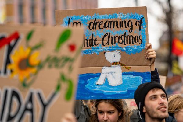 """Über 10.000 Teilnehmer beim Klimastreik """"Friday for Future"""" in Freiburg"""