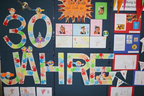Bis 6. Dezember: Bunte Ausstellung über Kinderrechte im Foyer des Rathauses in Weil am Rhein.  Foto: Stadtverwaltung Weil am Rhein