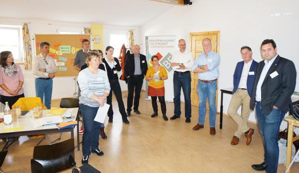 """""""Wie erreichen wir Ehrenamtliche?"""" - Zweites Treffen des Kompetenznetzwerk Quartiersentwicklung wurde in Achern-Önsbach abgehalten. Arbeitsphase des zweiten Treffens.  Foto: Janine Bliestle"""