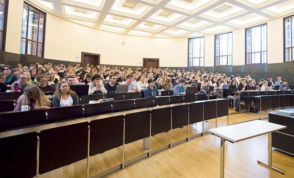 Zahlen vom Campus - Die neue Statistik der Universität Freiburg informiert über Entwicklungen im Wintersemester 2019/20.  Foto: Patrick Seeger
