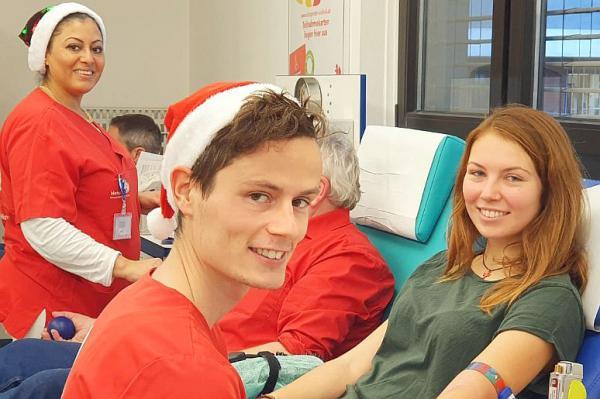 Bis 23. Dezember: Weihnachtsaktion für Blutspender in Freiburg. Das Team der Blutspendezentrale des Universitätsklinikums Freiburg ist auch in der Vorweihnachtszeit mit vollem Einsatz bei der Arbeit.  Foto: Universitätsklinikum Freiburg