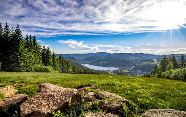 Erweiterung ab 2021: Hochschwarzwald nimmt vier weitere Kooperationsgemeinden auf. Blick auf den Titisee.  Foto: Hochschwarzwald Tourismus GmbH