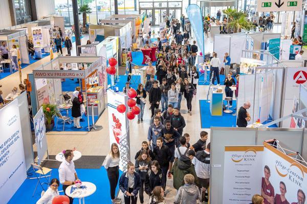 15./16. Januar: Job-Start-Börse Freiburg geht in die nächste Runde. Jährlich nehmen tausende Besucher das Angebot wahr, sich auf der Job-Start-Börse auf der Messe Freiburg kostenfrei an zwei Tagen über ihre Karriere-Chancen zu informieren.  Foto: IHK Südlicher Oberrhein
