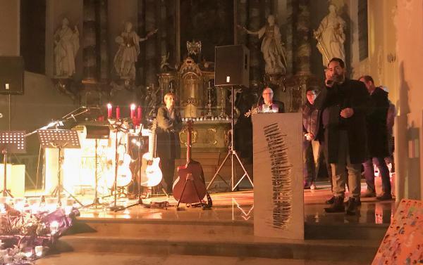 Charity-Konzert in Herbolzheim - Begrüßung durch HuG-vorsitzenden Philipp Ulmer  Foto: Jakob Ulmer