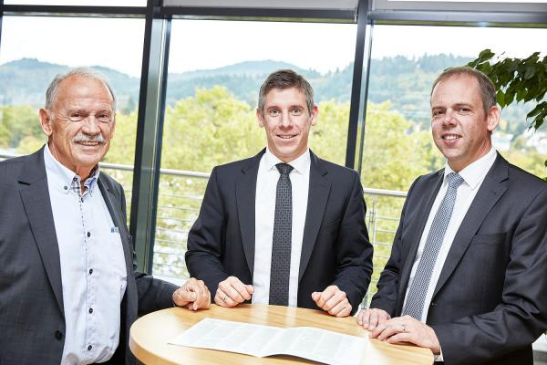 Bauverein Breisgau aus Freiburg stark nachgefragt - Genossenschaftliche Spareinrichtung floriert. Von links: Gerhard Kiechle, Marc Ullrich und Jörg Straub.  Foto: Bauverein Breisgau eG