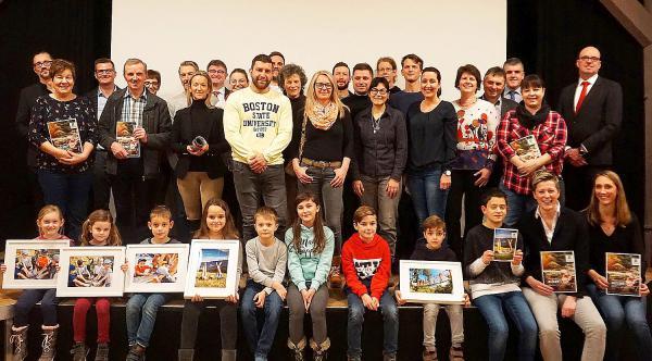 Das ZweiTälerLand erstrahlt im neuen Glanz... - Drei neue Printprodukte, Bilder und ein Imagefilm der Tourismusgesellschaft aus Gutach-Bleibach machen Lust auf mehr. Werben für´s ZTL: Sie alle waren am Zustandekommen der neuen Werbeprodukte beteiligt.  Foto: ZweiTälerLand/Elztal & Simonswäldertal Tourismus GmbH