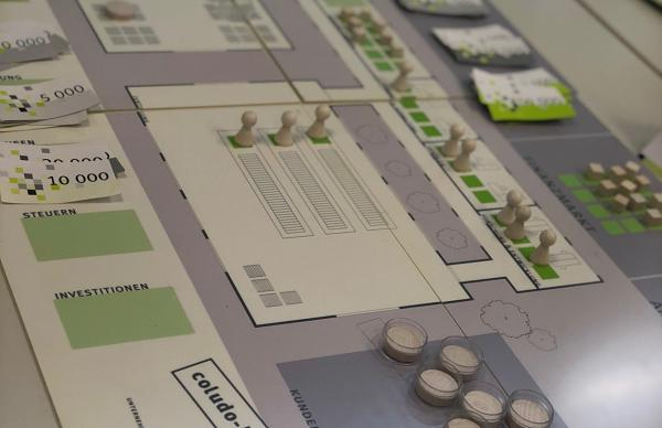 """Verständnis für wirtschaftliche Zusammenhänge per Spielbrett – ein Teil des """"Azubi Opening""""-Konzepts  Foto: IHK/Natalie Butz"""