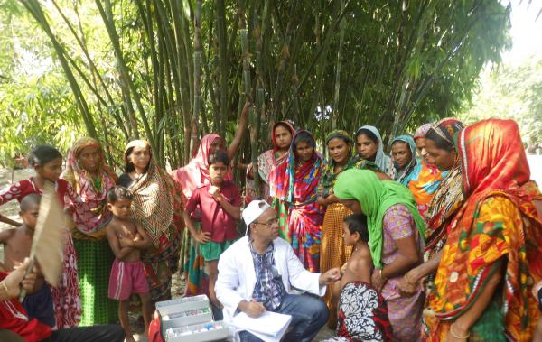 """25. April: Schicke Klamotten helfen der Gesundheit in Bangladesh - Kleiderkreisel für Frauen von """"Stiftung Brücke"""" und Zentrum für Psychiatrie in Emmendingen. Die GesundheitshelferInnen der Ambulanz Mymensingh/Bangladesch machen regelmäßig Visiten in umliegenden Dörfern."""