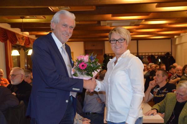 Stabwechsel: Ehrenvorsitzender Alfred Haas übergibt an die neue Vorsitzende Nicole Reifert