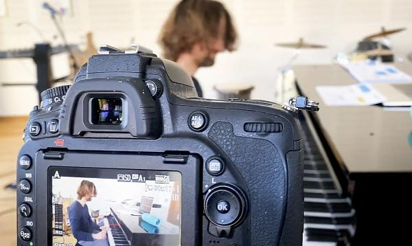 """Musikalisches Digitalangebote nicht nur für die Krise - Städtische Musikschule Lahr bietet YouTube Kanal """"#dannimprovisierenwirhalt!"""".  Foto: Stadt Lahr - Städtische Musikschule"""