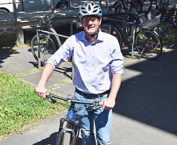 Begeisterter Radfahrer. Bürgermeister Oliver Martini.   Foto: Siefke/Stadt Offenburg