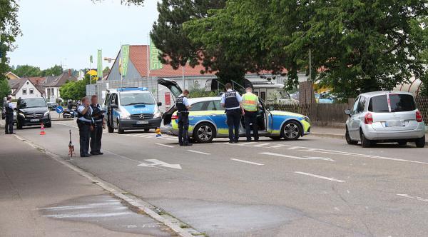 Fußgänger auf Gehweg in Emmendingen von Fahrzeug erfasst  - Lebensgefährliche Verletzungen  Bild: FSRM