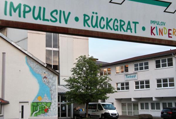 Rückgrat - Sport und Gesundheit Am Sportfeld 21,79312 Emmendingen Telefon: 07641/48873 www.rueckgrat-emmendingen.de
