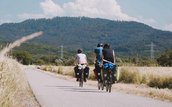 """""""Be Wild"""" gewinnt Young Creative Award. Eine Szene aus dem Film """"Be Wild"""": Das Filmteam legte während der Dreharbeiten 400 Kilometer mit dem Rad zurück.  Foto: Hochschule Offenburg"""
