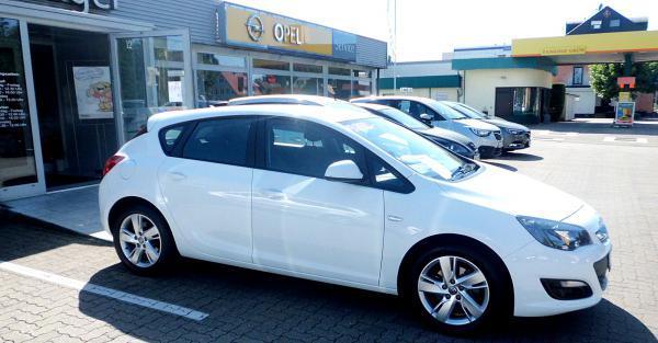 Auto der Woche: Opel Astra-J  Auto Mössinger GmbH, Bundesstrasse 3 Nr.12, 79312 Emmendingen, Tel. 07641/4678-0