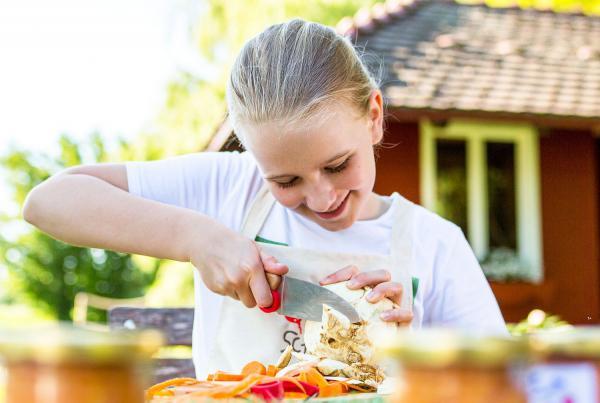 7. August: Koch-Tag für Kids mit der Naturpark-Kochschule am Feldberg.  Foto: Naturpark Südschwarzwald e.V. - Sebastian Schröder-Esch
