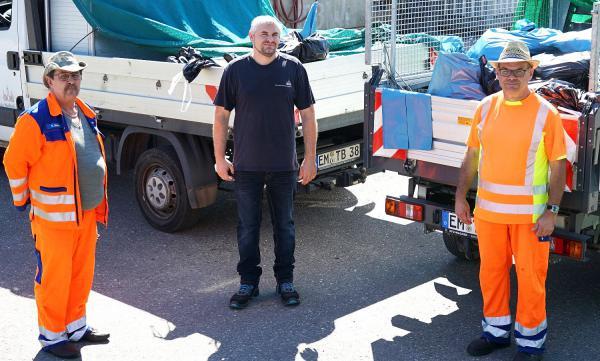 20 Prozent mehr Müll in Waldkirch. Karl Dufner, Torsten Burger und Martin Mack sorgen für eine saubere Stadt.  Foto: Stadt Waldkirch