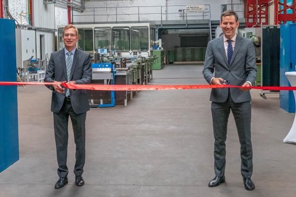 Heute: Eröffnung der Ausbildungswerkstatt durch Landrat Hanno Hurth (links) und  Heiner Steinberg, Vorstand der Wehrle-Werk AG