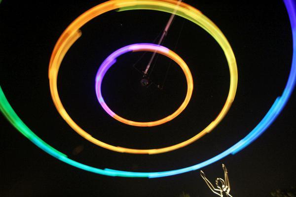 """Bis 20. September: """"HEAVEN'S CAROUSEL"""" in Offenburg zu sehen und zu hören - Ton-Licht-Installation von Künstler Tim Otto Roth aus Oppenau stößt auf breites Interesse.  Foto: Stadt Offenburg - Wolfgang Reinbold"""