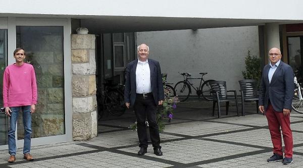 Grünen-Landtagsabgeordneter Schoch besuchte St. Nikolai-Spitalfonds in Waldkirch. Von links: Christian Elsässer, Alexander Schoch und Bernd Herrmann.  Foto: Büro Alexander Schoch