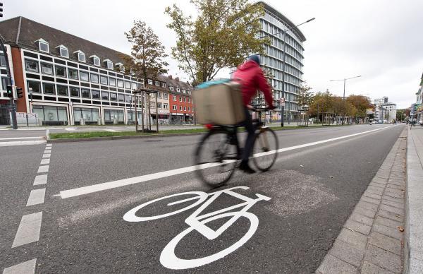 Mehr Platz für Radverkehr an Friedrichstraße und Friedrichring in Freiburg.  Foto: Stadt Freiburg - Patrick Seeger