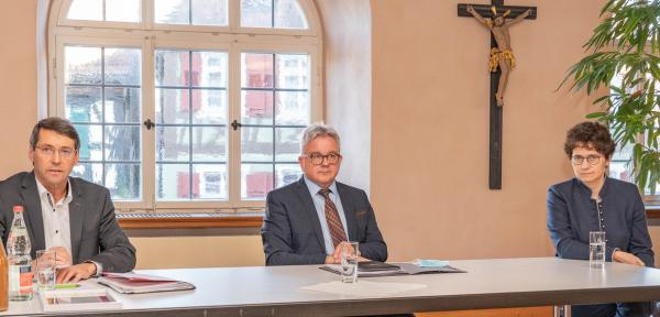 Ettenheim bekommt wieder einen Notar - Von links: Bürgermeister Bruno Metz, Landes-Justizminister Guido Wolf, Landtagsabgeordnete Marion Gentges.  REGIOTRENDS-Foto: Jens Glade