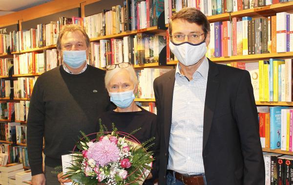 Seit 50 Jahren sind Bücher ihr Leben - Gabriele Heinitz zählt seit fünf Dekaden zum Team der Buchhandlung Machleid in Ettenheim.  Foto: Stadt Ettenheim