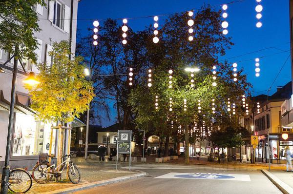 Die Innenstadt von Lörrach leuchtet - Neue Weihnachtsbeleuchtung wurde in Betrieb genommen.  Foto: Stadt Lörrach - WFL Wirtschaftsförderung Lörrach GmbH/Kristoff Meller
