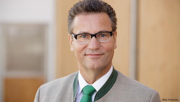 Minister Peter Hauk