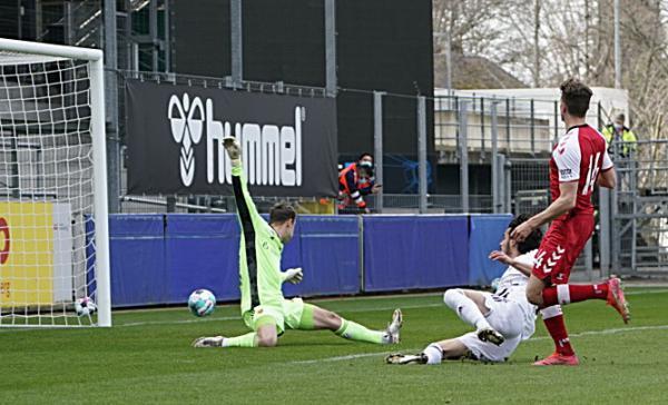 Fußball: SC Freiburg gewinnt Testspiel gegen den FC Basel mit 2:0 - Erster Treffer von Guus Til zum 1:0
