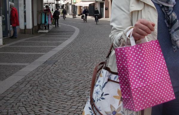 """Kurzfristig erfuhren die Kunden am Freitagabend, dass """"Click & Meet"""" ab Samstag wieder im Landkreis Emmendingen möglich sei. Einkaufen nach Terminvereinbarung wurde dann auch kreativ genutzt!  Bild: FSRM"""