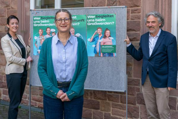 Jugendamts-Aktionswochen im Landkreis Emmendingen. Von links: Vanessa Völkel (Jugendamts-Leiterin), Sozialdezernentin Ulrike Kleinknecht-Strähle und Amtsleiter Michael Reisch.