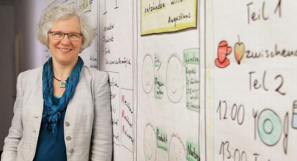 """10. Mai: """"Resilienz - Was wir von den Stehaufmännchen lernen können"""". Referentin Karin Beckendorff.  Foto: Stadt Lahr"""
