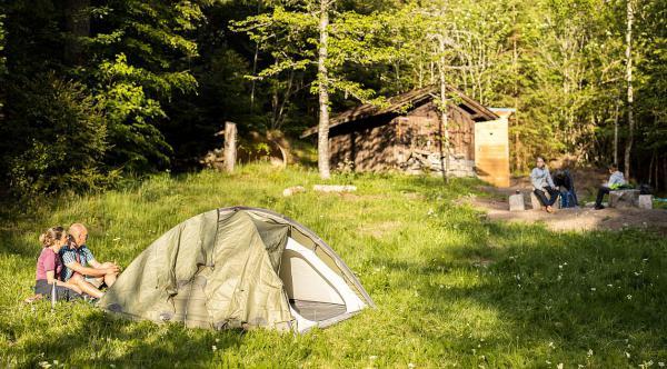 Naturpark Südschwarzwald wirkt! - Maßnahmenprogramm für das Jahr 2021 wurde vorgestellt. Beim Trekking im Schwarzwald dürfen naturverbundene Wandernde ganz legal in der Natur ihr Zelt aufschlagen.  Foto: Naturpark Südschwarzwald - Sebastian Schröder-Esch