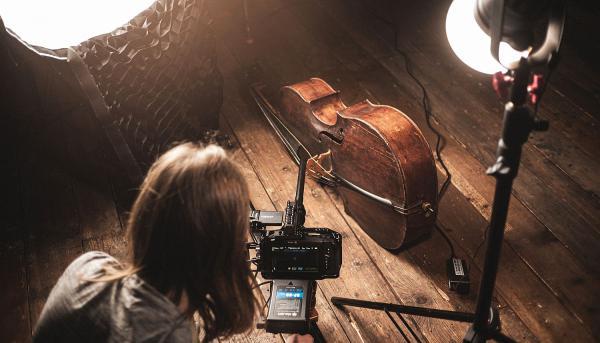 Ab sofort: Stadtmuseum Lahr präsentiert Otto Heinrich Strohmeyer digital. Making of der Filmarbeiten von Pirmin und Maik Styrnol im Stadtmuseum Lahr.  Foto: Stadt Lahr - punchline studio