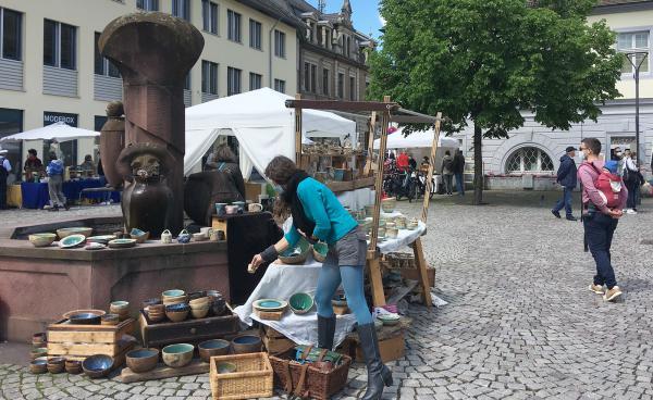 "Künstlermarkt in der sehenswerten Emmendinger Altstadt   Bild: ""EM-extra"" / RT-Lokalteam Emmendingen"