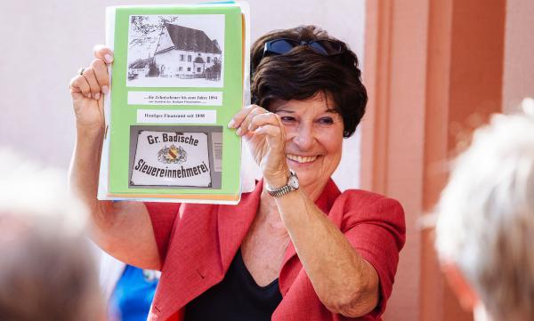 "13. Juni: Historische Stadtführung mit Angela Schmidt-Tull in Emmendingen. Stadtführerin Angela Schmidt-Tull ""in action"".  Foto: Stadt  Emmendingen"