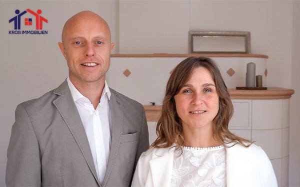 """Renata und Daniel Kroß: """"KROß IMMOBILIEN setzt beim Immobilienverkauf auf hohe Qualität, moderne Technologien und Home Staging. Dies gepaart mit der persönlich guten Beratung unserer Makler gibt ein Rundum-Sorglos-Paket."""" Foto: KROß IMMOBILIEN"""