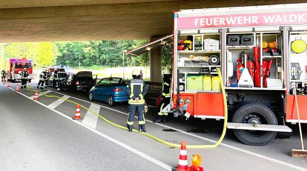 Verkehrsunfall in Waldkirch mit fünf beteiligten Fahrzeugen - Eine Person in Klinik eingeliefert - Feuerwehr Waldkirch im Einsatz  Bild: Feuerwehr Waldkirch