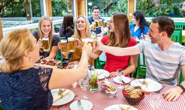 """25. September bis 30. Oktober: """"Wirtshaus - Wies'n"""" im Europa-Park - Park-Gäste erleben einen Hauch von Oktoberfest-Feeling.  Foto: Europa-Park"""