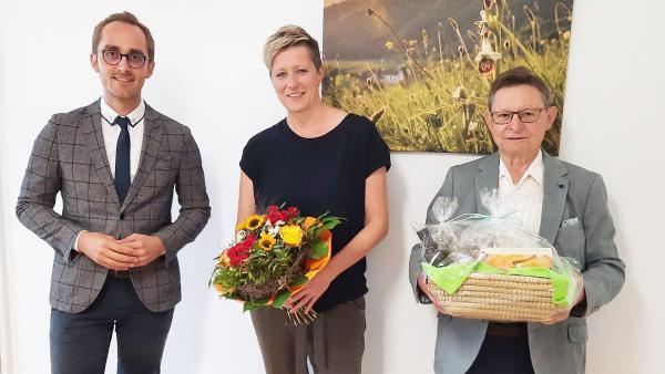 Bürgermeister Benjamin Bohn (Aufsichtsratsvorsitzender), Ulrike Weiß (Geschäftsführerin), Heinz Trogus (Interims-Geschäftsführer, rechts)    Foto © NGK