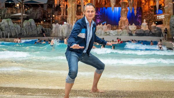 Ralf Bauer besuchte Surf Fjørd in der Wasserwelt Rulantica.  Foto: Europa-Park
