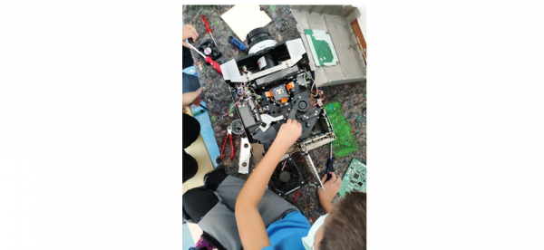 Spannendes Innenleben offenbarte sich den Kindern bei der Auseinandernehmwerkstatt  Foto: Stadt Waldkirch