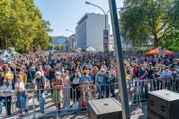 Freiburger Aktivisten von Fridays for Future aktivierten Menschen aller Altersgruppen zur Klimademonstration vor der Bundestagswahl.  REGIOTRENDS-Foto: Jens Glade