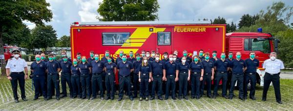 Markus Megerle (l.), Feuerwehrkommandant und Amtsleiter des Amtes für Feuerwehr, Brand- und Zivilschutz, freut sich gemeinsam mit Abteilungskommandant Christian Krause (r.) über den erfolgreichen Leistungswettkampf. (Foto: Feuerwehr VS)